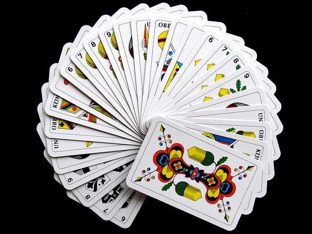 Cartomanzia, come leggere le carte da gioco