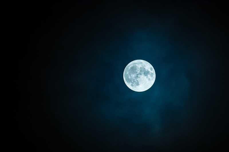 Un cartomante in Ticino e la forza della luna per trovare la tua ispirazione